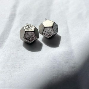 4/30 ✨ Geometric Metallic Stud Earrings